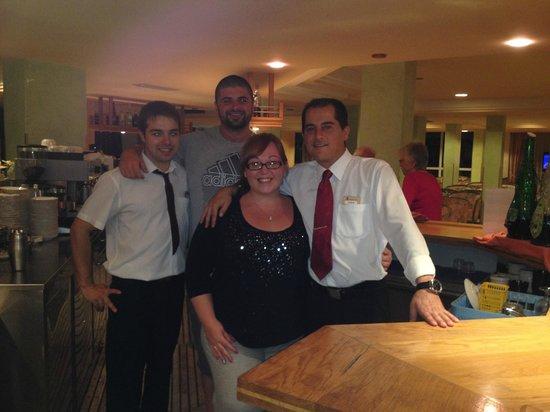 OLA Hotel El Vistamar : Bar Staff - John (left) & Joha (right)