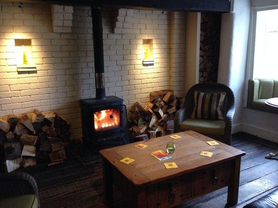 Tom O' The Wood: Log fire in the bar!
