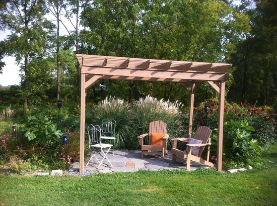 A Stone's Throw Bed and Breakfast: Smoking area