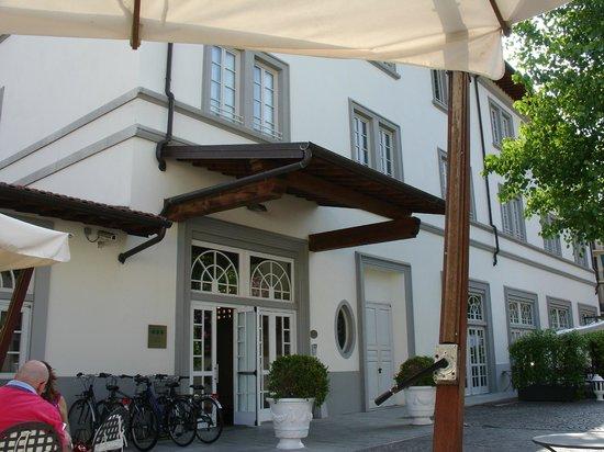 UNA Hotel Vittoria : Puerta principal