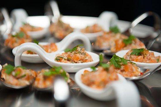 Mayers Bar & Restaurant: Lachstatar mit Koriander