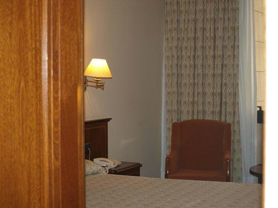 Hotel Bahía Santander: Una parte de la habitación