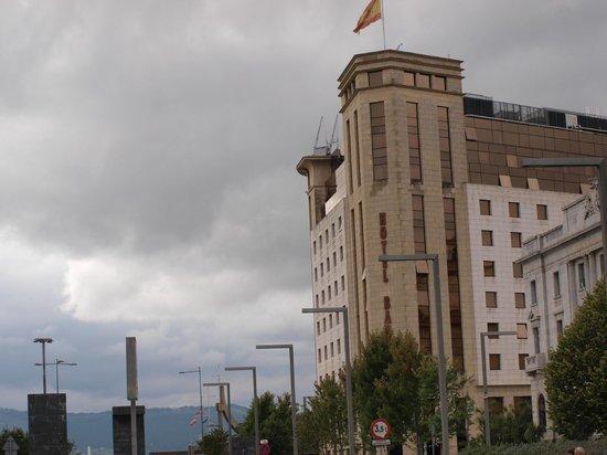 Hotel Bahia Santander : El hotel desde los jardines de pereda
