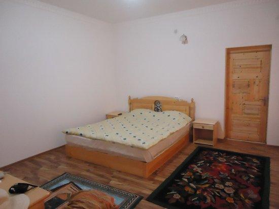 Zukhra Rustam Guesthouse: Кровать очень удобная :)
