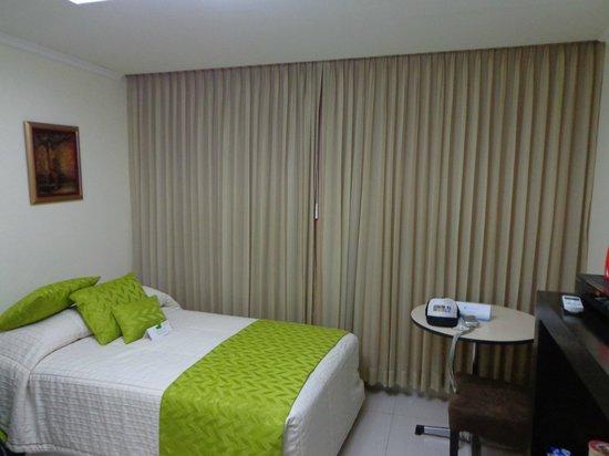 Hotel Ramada : room