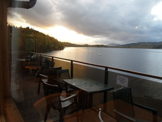 Loch Insh Hall B&B : view over the loch while having dinner