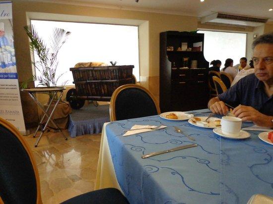 Hotel Ramada : restaurante