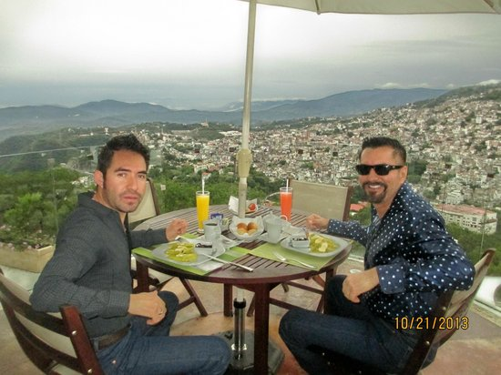 De Cantera y Plata Hotel Boutique : Viewing Taxco from our dinner table