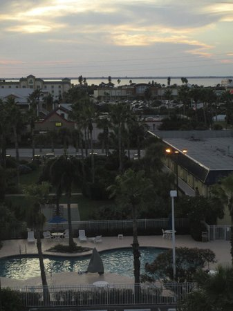Best Western Cocoa Beach Hotel & Suites : View of B.W pool near separate building taken from our patio