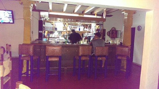 Americas Best Value Inn - Posada El Rey Sol: Bar.