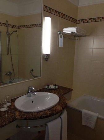 Danubius Hotel Astoria City Center: banheiro