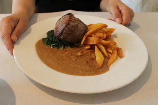 Mistral Cafe: yummy steak