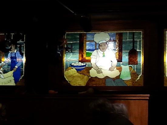 Mill Street Grill : Glass scene 1