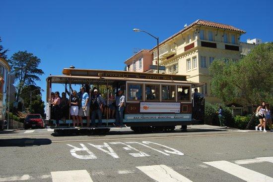 Casa Loma Hotel: Cable car