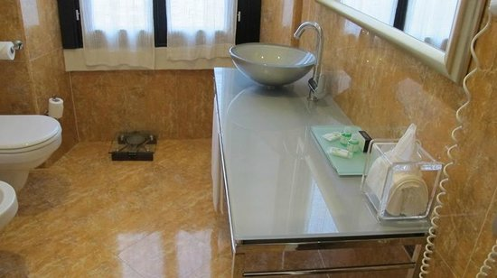 Villa Porro Pirelli: Marmorbad