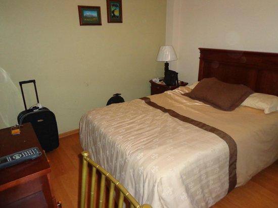 Hotel Coronel \: cama do quarto