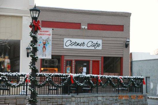 Charlie's Corner Cafe: Cafe at Christmas time