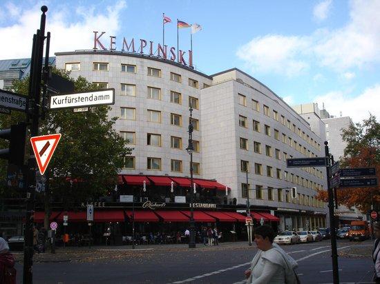 Kempinski Hotel Bristol: front of hotel