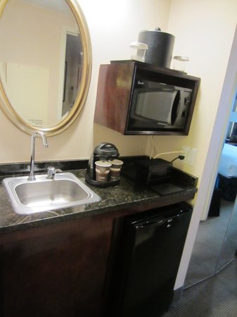 Embassy Suites by Hilton Baltimore BWI - Washington Intl. Airport: Microwave, Coffee, Fridge