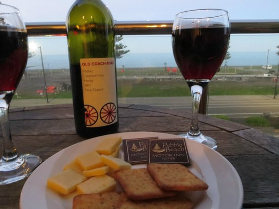 Pebble Beach Motor Inn: Wine time with a view!