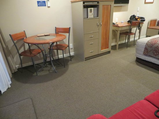 Pebble Beach Motor Inn: More of the room