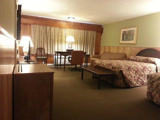 Heidi's Inn: room