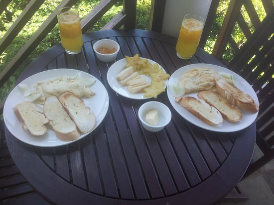 Calibishie Cove: Delicious breakfast with local fruits