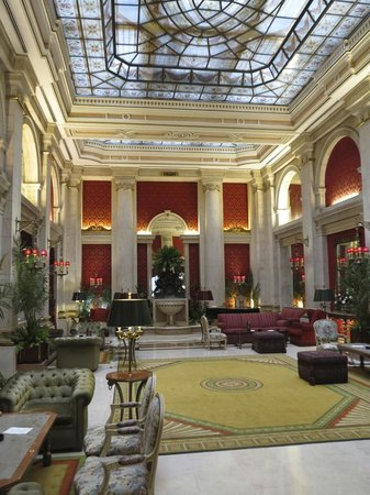 Hotel Avenida Palace: first floor - right after the reception area