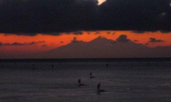 Wawa Wewe I Bungalows: Sunrise with fishing boats
