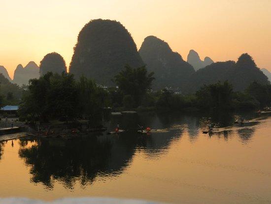 Li River Resort : sunset on river li