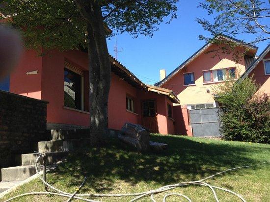 Hostel Achalay: el hostel desde afuera!