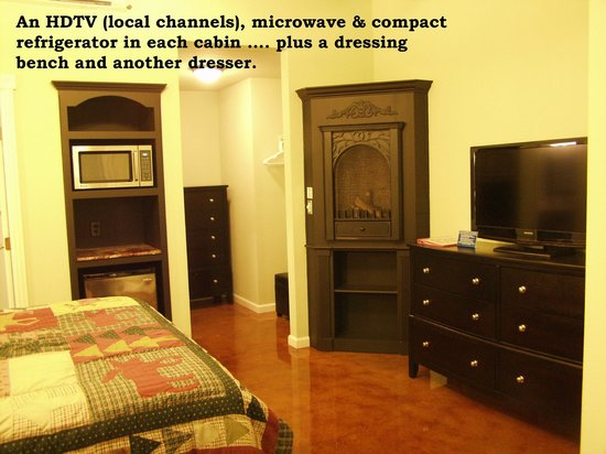 Bullwinkle's Lake Cabins : fireplace, HDTV w/Direct TV,refrigerator, microwave in every room