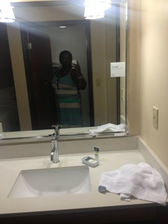 SpringHill Suites San Antonio Downtown/Riverwalk Area : Bathroom sink