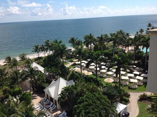 The Ritz-Carlton Key Biscayne, Miami : view of the adult pool, family pool and lawn for corporate outing.