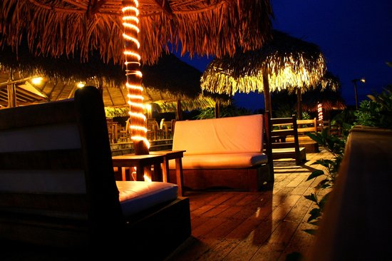 Playa Venao Hotel Resort: Dinning/lounge area by the beach