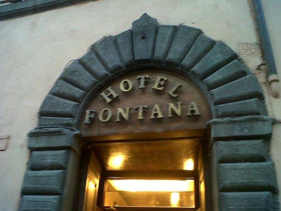Fontana Hotel : entrada al hotel