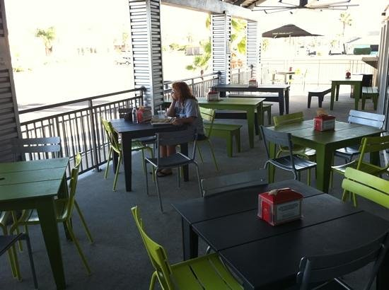 BurgerFi : outdoor seating too...