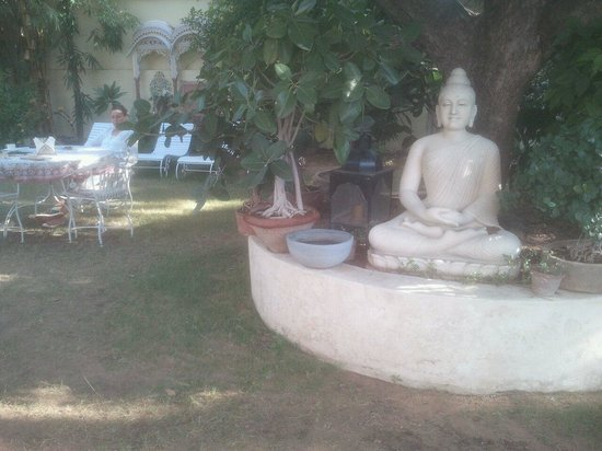Hotel Anuraag Villa Restaurant: Anuraag villa : le jardin