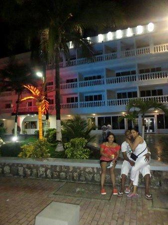 Hotel El Dorado: Afuera del hotel