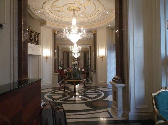 The Bentley London : Lobby
