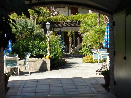 Roman Spa Hot Springs Resort: A lovely courtyard area
