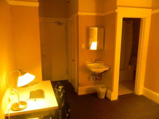 325 Sutter Hotel : Baño y todo lo que se refiere a el muy limpio.