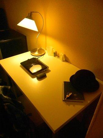 325 Sutter Hotel : Escritorio muy cómodo.