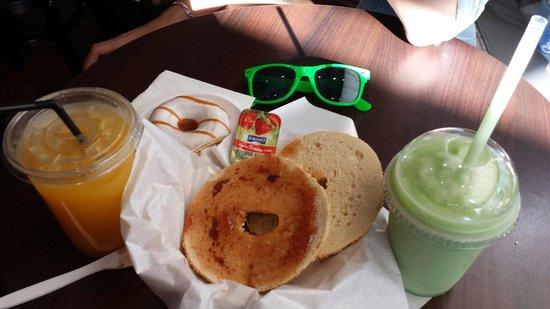 Bagels and coffees: Petit déjeuner typique du Bagels & coffee