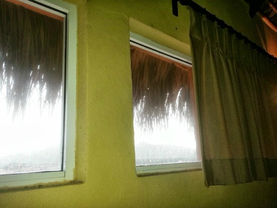 Hotel Cerritos Surf Town Windows That Don T Open In Back Bedroom