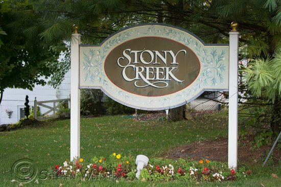 Inn at Stony Creek: Large sign