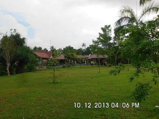 Ayana Villa: Villa grounds leading to the private jetty of the villa