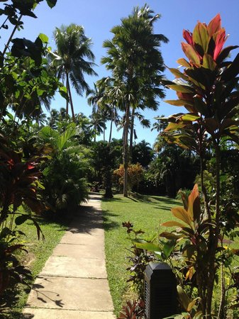 Naviti Resort: Hotel grounds near the rooms are lovely. Also prettier and faster to walk to room through the ga