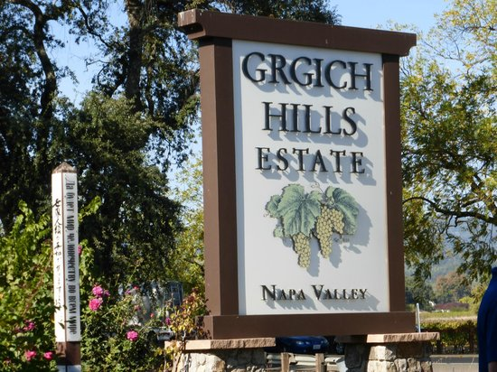 Grgich Hills Estate: Turn here!
