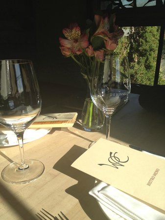 Wine o'Clock : Table ready for lunch